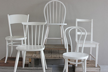 Attrayant Mixed White Antique Chairs